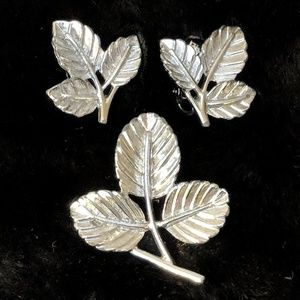 Vintage Sarah Coventry Set Earrings Brooch Leaves
